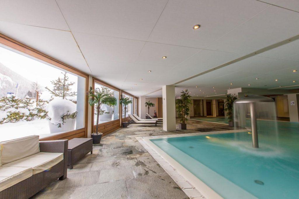 Appartement avec piscine luxe.